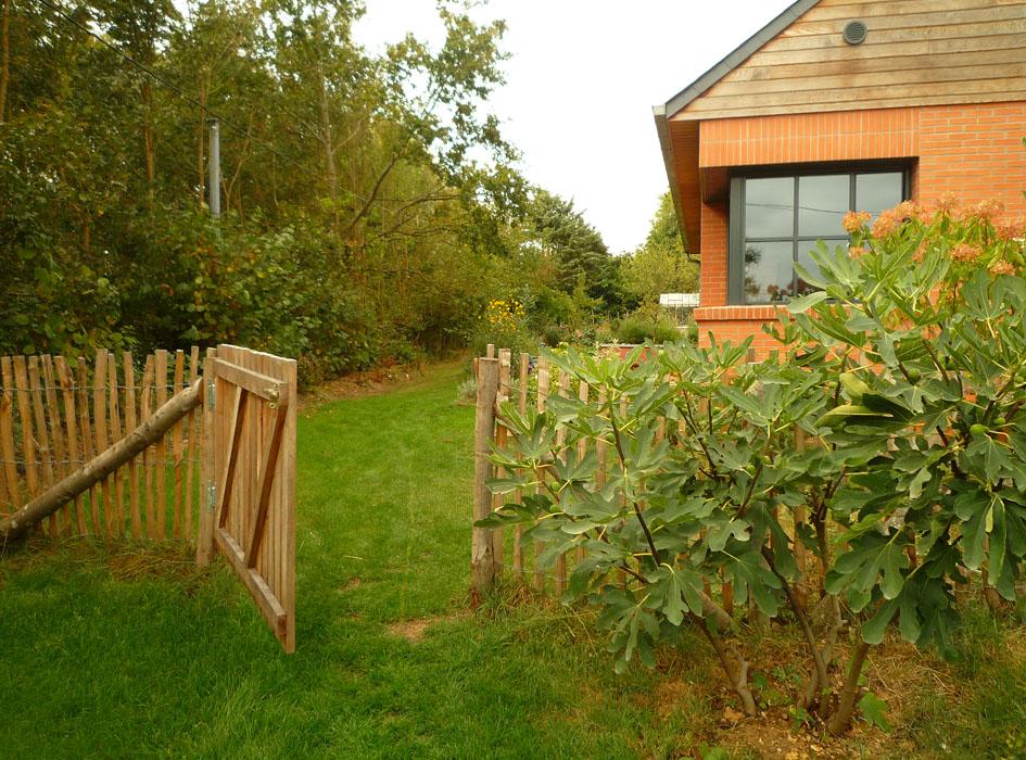 am nagement d 39 un jardin champ tre les mains de jardin. Black Bedroom Furniture Sets. Home Design Ideas