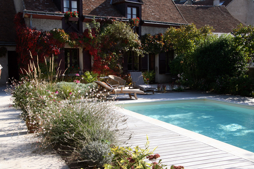 Am nagement des abords d 39 une piscine les mains de jardin - Amenagement tour de piscine ...