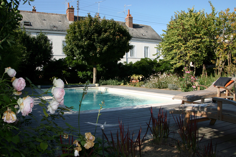 Am nagement des abords d 39 une piscine les mains de jardin for Amenagement de piscine
